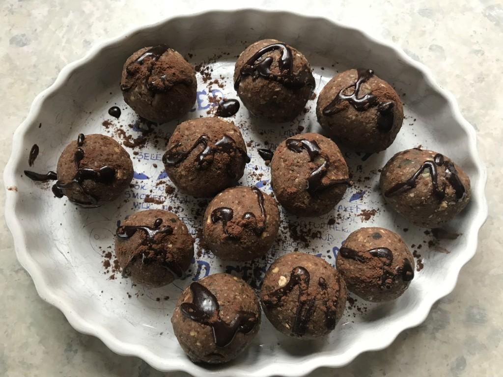 protein energy balls chocolate, ginger, cinnamon, date, walnut
