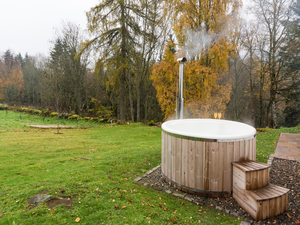 Laigh of Cloichfoldich - Strathtay, Pitlochry, Perthshire Scotland holiday cottage with hot tub outdoor